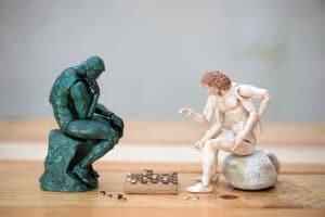 Partie de dames entre Rodin et l'homme de Vitruve