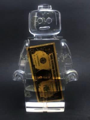 Résine sculptée en forme de robot lego avec gravure et inclusion Dollar américain