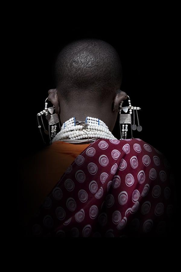 Portrait de dos d'une femme Massaî - tanzanie