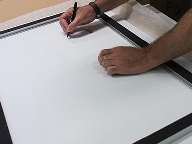 signature tableau avec châssis au dos